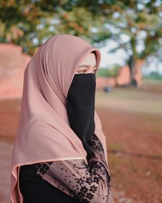 Image may contain: one or more people and outdoor Hijab Niqab, Muslim Hijab, Hijab Chic, Anime Muslim, Beautiful Muslim Women, Beautiful Hijab, Beautiful Eyes, Niqab Fashion, Muslim Fashion