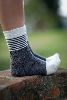 Ravelry: 2 Color Socks pattern by Joji Locatelli Free Baby Blanket Patterns, Crochet Blanket Patterns, Knitting Patterns Free, Crochet Socks, Knitting Socks, Knit Socks, Beige Socks, Ravelry, Slipper Socks