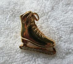 AVON GOLDTONE RHINESTONE BLADE ICE SKATE  LAPEL CLUTCH PIN JEWELRY #Avon