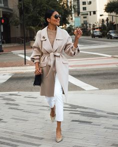 15 Chic Women Spring Outfits You Must Have - PinZones Business Outfit Frau, Business Outfits Women, Stylish Work Outfits, Classy Outfits, Office Outfits, Casual Outfits, Paar Style, Beige Coat, Spring Outfits Women