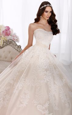 Lovely princess ball gown Essense of Australia wedding dress features a flowing Tulle and Lace over Dolce Satin skirt. (Style D1622)