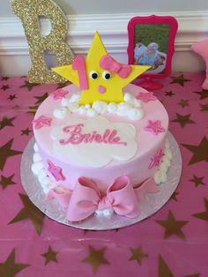 Brielle's twinkle twinkle little star cake Baby Birthday Cakes, Girl First Birthday, Princess Birthday, First Birthday Parties, Birthday Ideas, Star Cakes, Star Party, Twinkle Twinkle Little Star, 1st Birthdays