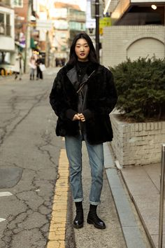 week of December 2018 Winter Women's Street Style in Seoul – écheveau Korean Winter Outfits, Korean Outfit Street Styles, Asian Street Style, Korean Street Fashion, Korean Outfits, Mode Outfits, Asian Fashion, Look Fashion, Casual Outfits