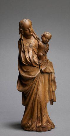 Vierge à l'Enfant. Allemagne, Ulm (?)  Deuxième tiers du 15ème siècle  30,5 x 11 x 7 cm; buis avec des traces de polychromie