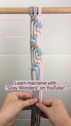 Macrame Bracelet Diy, Macrame Art, Macrame Design, Macrame Projects, Macrame Knots, Weaving Loom Diy, Macrame Plant Hangers, Macrame Tutorial, Macrame Patterns