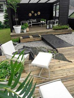 Garden with a wood floor, so nice!!
