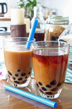 Learn how to make authentic Taiwanese bubble tea. Cocktails, Non Alcoholic Drinks, Beverages, Tea Drinks, Back Ribs In Oven, Oolong Tee, Almond Jelly, How To Make Bubbles, Baked Doughnuts