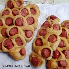Roti Kepang Sosis Hot Dog Buns, Hot Dogs, Menu, Bread, Diet, Food, Teepees, Menu Board Design, Brot
