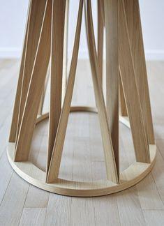 Acco Tisch Miniforms  Design: Florian Schmid  Esstisch, dessen Basis komplett aus Schwarznuss gefertigt ist. Die soliden Holzbeine sind durch eine leichte Drehung charakterisiert, welche das Gestell überraschend stark und fest macht. Insgesamt ist Acco ein eleganter Tisch, dessen starke stilistische Präsenz bestens dafür geeignet ist, um einer Einrichtung Charakter zu verleihen.  http://www.storeswiss.com/de/prod/tische/acco-miniforms.html