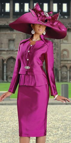 Donna Vinci Couture Womens Church Suit 5348.. My mom had the same outfit .. Which she won the Hat contest in the first place.