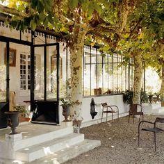 I love the idea of pea gravel as a patio floor!