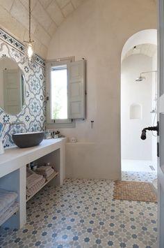 Last minute Villa di Lusso con piscina in P. Bathroom Styling, Bathroom Interior Design, Dream Bathrooms, Small Bathroom, Casa Loft, Italy House, Deco Originale, Bathroom Inspiration, Home Remodeling