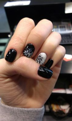 prom dress makeup nail design inc nail makeup nail makeup nail art designs and nail makeup nail art nailart and makeup salon design makeup design Xmas Nails, Christmas Nails, Get Nails, Fancy Nails, Holiday Nails, Halloween Nails, Hair And Nails, Christmas Room, Fabulous Nails