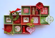 Vivid Colors: Red, Green and Golden - A Shadow Box for Christmas