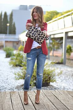 BURGUNDY – Mi Aventura Con La Moda Boyfriend Jeans, Blazer Fashion, Burgundy, Clothes, Adventure, Style, Amaranth Grain