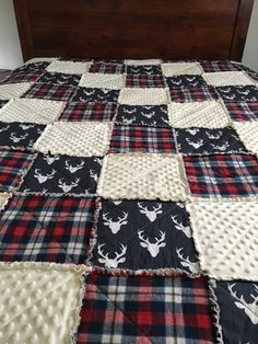 Made to order Pick a size from baby, up to full bed size.  Perfect to complete your babys woodland or even americana bedding or a great baby shower gift.   Looking for a different buck quilt check out my other buck listings here.. https://www.etsy.com/shop/autumnskozykreations?section_id=18945192   Fabrics include: navy buck cotton red/navy flannel soft and comfy dot fabric *Layered inside is 100% cotton batting. **backing is a cream 100% muslin cotton to match  This quilt is made up of…