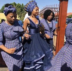 Traditional dresses worn by African women in African are the epitome of African culture and elegance. Whether it is the Xhosa traditional dress, Zulu, Venda or Tsonga, the traditional elements in each outfit radiate an aura of ethnic splendor. Sotho Traditional Dresses, South African Traditional Dresses, Traditional Wedding Attire, Traditional Weddings, Seshweshwe Dresses, African Prom Dresses, African Dress, African Hats, African Wedding Attire