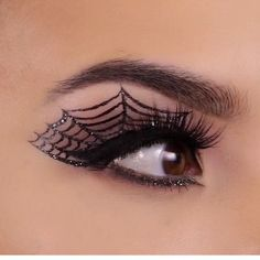 Pin for Later: 25 Spiderweb-Themed Makeup Ideas That Will Turn Heads on Halloween Precision Detail