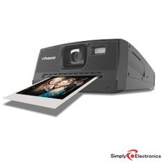 :-O A digital version of the beloved Polaroid instant camera?? <3 Oh, my..I am in LOVE! ^_^