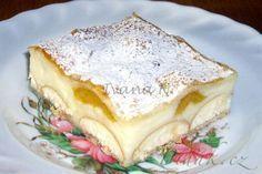 POTŘEBNÉ PŘÍSADY: Pudink: 1 l mléka 2 vanilkové pudinkové prášky 5 PL cukru krupice Dále: 500 g listového těsta 1 velké balení dětských piškotů ovoce čerstvé (zde mirabelky) nebo kompotované POSTUP PŘÍPRAVY: Listové těsto rozdělíme na polovinu. Y Recipe, Pavlova, Food Dishes, Nutella, Pancakes, Brunch, Pudding, Breakfast, Ethnic Recipes