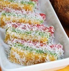 Kuih Ubi Sago ♥ Dessert Pasta, Nyonya Food, Asian Cake, Types Of Cakes, Indonesian Food, Spicy Recipes, Chocolate Chip Cookies, Sweet Treats, Deserts