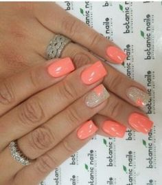 The advantage of the gel is that it allows you to enjoy your French manicure for a long time. There are four different ways to make a French manicure on gel nails. Fancy Nails, Trendy Nails, Cute Nails, My Nails, Uñas Color Coral, Coral Nails With Design, Nails Design, Botanic Nails, Cute Nail Colors
