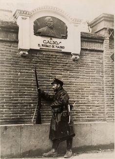 En plena guerra civil. 1937, calle del olivo, casa de Benito Perez Galdós.