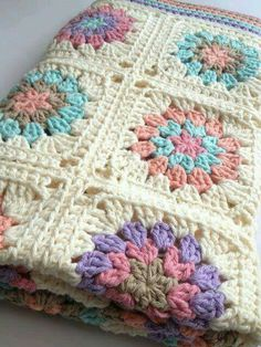 Transcendent Crochet a Solid Granny Square Ideas. Inconceivable Crochet a Solid Granny Square Ideas. Crochet Squares, Crochet Blanket Patterns, Crochet Granny, Crochet Motif, Baby Blanket Crochet, Crochet Designs, Crochet Baby, Knitting Patterns, Crochet Blocks