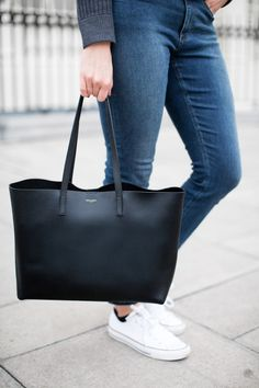 If you're looking for a practical, everyday handbag this Saint Laurent Tote is the dream. Classic handbag that will go with every outfit. Sac College, Saint Laurent Tote, Ysl Bag, Vide Dressing, Shopper Tote, Fashion Bags, Workwear Fashion, Style Fashion, Purses And Bags
