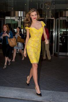 2014 Dantelli Elbise Modelleri › Bakımlı Kadın