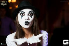 Mime Makeup, Halloween Face Makeup, Clowns, Enemies, Costume Ideas, Female, Beautiful, Art, Art Background
