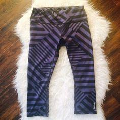 Reebok Leggings Yoga Pants Work Out Gym Like new, flawless condition. *Reebok brand not Nike . I bundle  Nike Pants