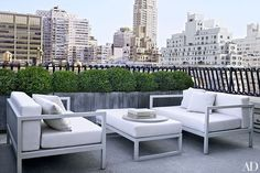 Modern Outdoor Space and Shelton, Mindel & Associates in New York, NY Indoor Outdoor Living, Outdoor Rooms, Outdoor Furniture Sets, Outdoor Ideas, Kettal Furniture, Rooftop Terrace Design, New York City Apartment, Architectural Digest, Exterior