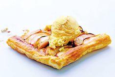 Knapperige appelplaattaart - Recept - Allerhande - Albert Heijn Puff Pastry Apple Pie, Breakfast Dessert, Dessert Recipes, Desserts, Food Inspiration, Baked Goods, Cupcake Cakes, Cravings, Oven