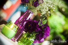 Agora que decidimos comemorar nosso casamento de alguma forma, meu noivo e eu procuramos formas de economizar nos detalhes – como em convites, que eu mesma vou fazer, e em decoração. A decoração provavelmente teremos que gastar com flores e velas, para complementar, mas uma ideia genial é colocar garrafas de vidro e potes como [...]