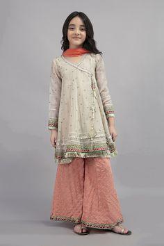 Pakistani Kids Dresses, Indian Dresses For Kids, Shadi Dresses, Girls Dresses Sewing, Stylish Dresses For Girls, Dresses Kids Girl, Kids Outfits, Kurta Neck Design, Baby Frocks Designs