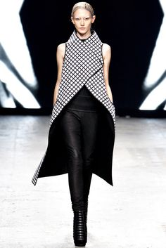 Gareth Pugh Spring 2012 Ready-to-Wear Fashion Show - Caitlin Lomax (IMG)