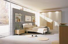 Es habitual que alguno de los dormitorios que componen un hogar pueda ser de reducidas dimensiones por lo que es necesario optimizar al máximo el espacio  disponible y, en especial, los puntos de luz natural y artificial para poder disfrutar de total claridad.