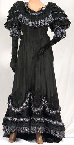 Deluxe Victorian Costume    Merry Widow Gown