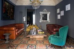 While visiting the famed Italian island, a couple chance upon an ideal 19th-century apartment, which they rejuvenate without sacrificing any of its old-world charm