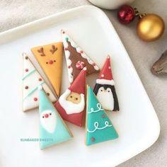#holidaycookies2017 . 今年の#サンカク は こうなりました! . どうしても今年は ブルーグリーン系にしたくて。 7個入りです . . #sunbakedsweets #sunbakedsweets_online #HolidayCookies #christmastreat #クリスマスアイシングクッキー #ひとくちサイズ #三角