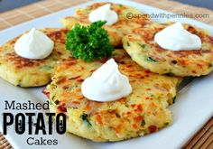 Loaded Mashed Potato Cakes Baked Potato Casserole, Potato Rice, Potato Dishes, Potato Recipes, Mashed Potato Cakes, Loaded Mashed Potatoes, Leftover Mashed Potatoes, Potato Pancakes, Loaded Potato