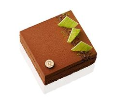 Entremet laurent DUCHÊNE Dacquoise, Great Desserts, Party Desserts, Winter Cakes, French Cake, Cake Designs, Sweet Recipes, Deserts, Food And Drink