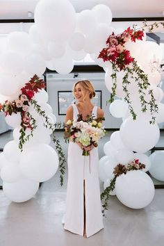 White balloons with real flowers! So beautiful for a wed… Gorgeous balloon arch. White balloons with real flowers! So beautiful for a wedding. Wedding Balloon Decorations, Wedding Balloons, Wedding Centerpieces, Wedding Ideas With Balloons, Bridal Shower Ballons, Engagement Balloons, Masquerade Centerpieces, White Wedding Decorations, Engagement Party Decorations