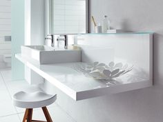 Trendy bathroom - Duravit Modern White Accessorised Bathroom