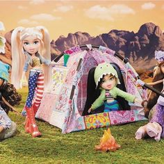 /house of dolls Bratz Music Festival Tent/ Doll Bonfire, Doll Guitar, Furniture Set, Box with Window