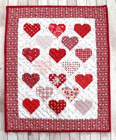 Mini Quilt Patterns You Can Make in a Weekend More than 20 cute mini quilt patterns.More than 20 cute mini quilt patterns. Patchwork Quilt, Star Quilts, Mini Quilts, Baby Quilts, Quilt Blocks, Scraps Quilt, Owl Quilts, Quilt Kits, Quilt Top