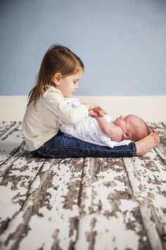 This doting older sib. 23 Sibling Photo Shoots That Will Make You Want Another Baby Sibling Photo Shoots, Sibling Photos, Newborn Pictures, Baby Pictures, Family Pictures, Toddler Photo Shoots, Baby Photo Shoots, Sister Pictures, Baby Poses