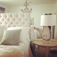 Bedroom on pinterest chocolate brown bedrooms circle for Small room karen zoid