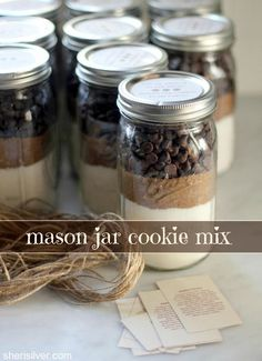 jar cookie mix mason jar cookie mix - Pre-measured ingredients so giftee can skip right to the fun part.mason jar cookie mix - Pre-measured ingredients so giftee can skip right to the fun part. Mason Jar Cookie Mix Recipe, Mason Jar Mixes, Mason Jar Cookies, Cookies In A Jar, Cookie Mix Jar, Mason Jar Projects, Mason Jar Crafts, Mason Jar Diy, Diy Projects
